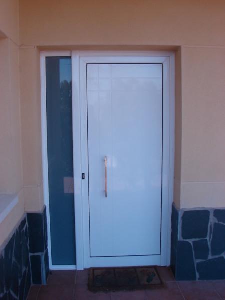 K rpintal ventanas y puertas de aluminio puertas for Puertas de aluminio para entrada