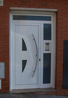 K rpintal ventanas y puertas de aluminio puertas for Paneles de aluminio para puertas